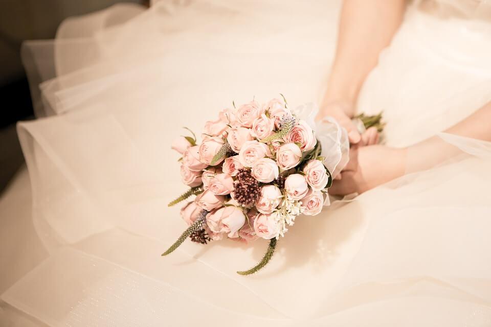 Bouquet Sposa Agosto.Fiori Per Matrimonio Ad Agosto I Nostri Consigli Per La Scelta