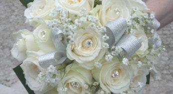 Mazzo Di Fiori Per Nozze Doro.Bouquet 50 Anni Di Matrimonio La Festa Dalle Tonalita D Oro