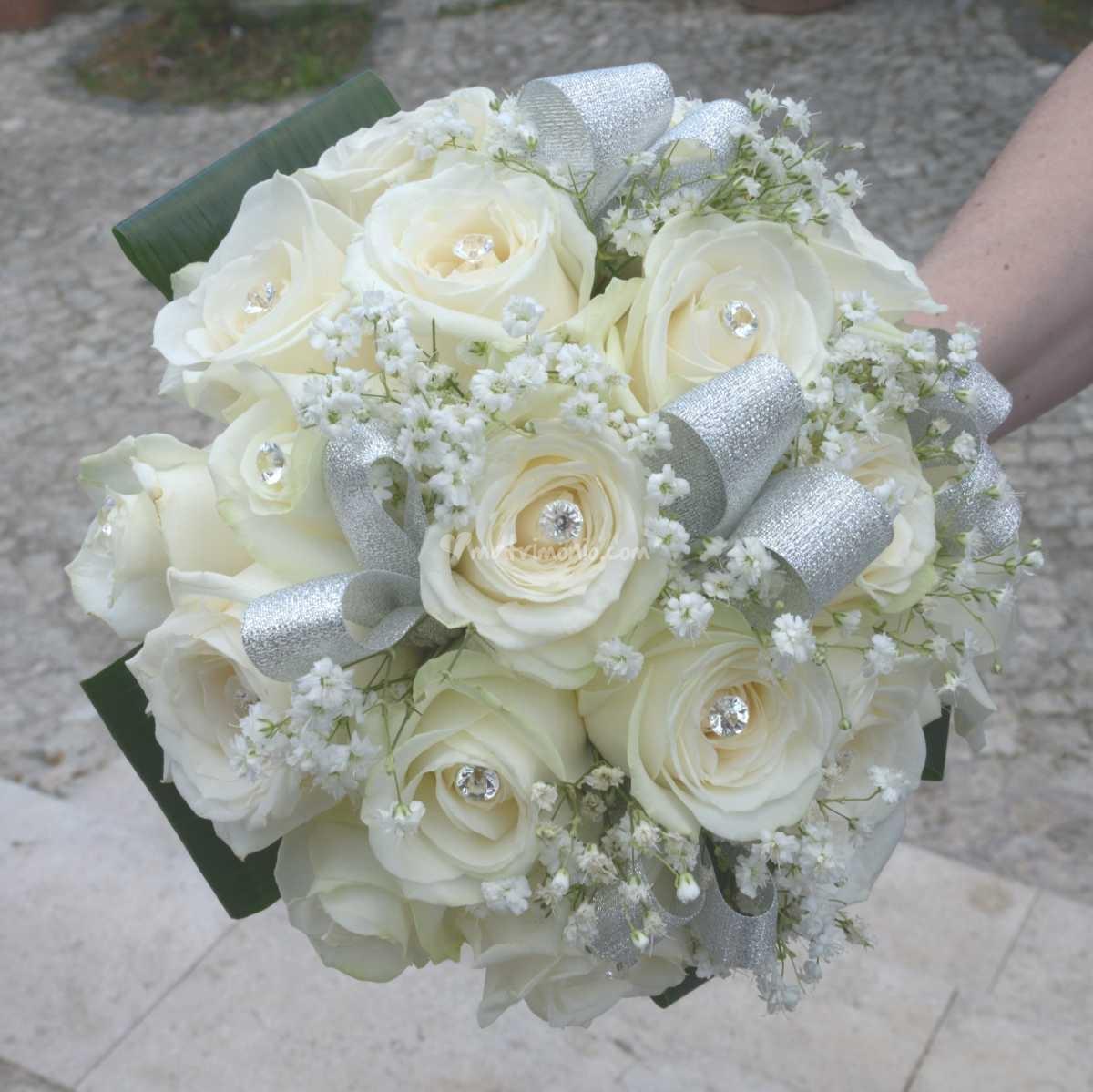 Xxv Anniversario Di Matrimonio.Bouquet 25 Anni Di Matrimonio Quel Tocco Argentato Sui Fiori